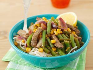 Reisnudeln mit Rindfleisch und Gemüse Rezept