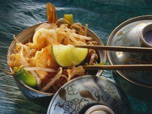 Reisnudeln mit Shrimps und Sprossen Rezept