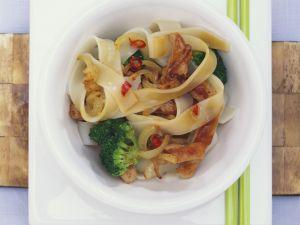 Reisnudelpfanne mit Brokkoli und Schweinefleisch Rezept