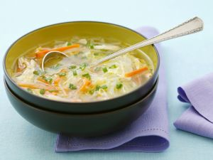Reisnudelsuppe mit Hühnchen Rezept
