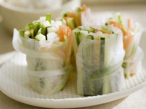 Reispapierröllchen mit Rohkost gefüllt Rezept