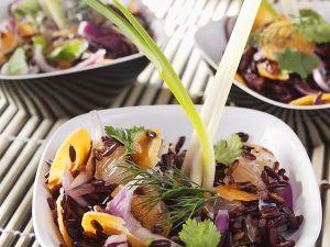 Reissalat mit Kartotten, Zwiebeln und Pampelmusen Rezept