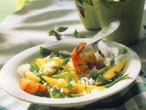 Reissalat mit Scampi und Mango Rezept
