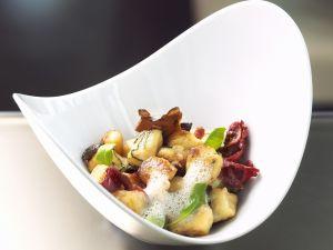 Ricotta-Kartoffel-Gnocchi mit Entenbrust, Pilzen und luftiger Parmesansoße Rezept