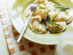 Ricotta-Ravioli mit Salbeibutter Rezept