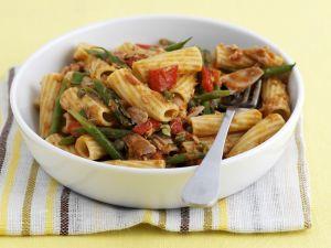 Rigatoni mit grünen Bohnen, Tomaten und Thunfisch Rezept