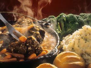 Rind mit Gemüse geschmort Rezept