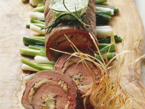 Rinder-und Kalbsfilet als Rollbraten mit Frühlingszwiebeln Rezept
