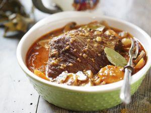 Rinderbraten mit Biersoße und Karotten Rezept