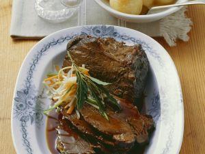Rinderbraten mit Kartoffelklößen Rezept