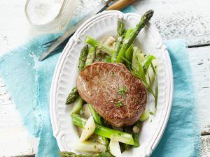 Rinderfilet auf Spargel-Kohlrabi-Gemüse Rezept