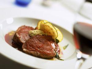 Rinderfiletbraten mit Rotweinsauce Rezept