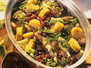 Rinderragout mit Kohl und Mais Rezept