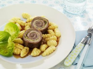 Rinderrouladen mit kleinen Kartoffelnocken Rezept