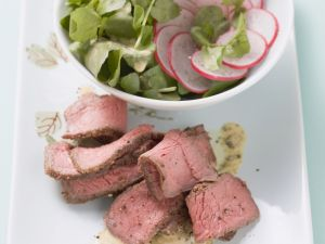 Rindersteak mit Brunnenkresse-Radieschen-Salat Rezept