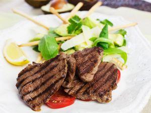 Rindersteaks und Salat mit Avocado Rezept
