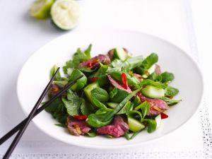 Rindfleisch-Gurken-Salat mit Thai-Kräutern Rezept