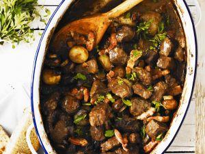 Rindfleischragout mit Egerlingen und Speck Rezept