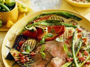 Rindfleischscheiben und Gemüse vom Grill Rezept