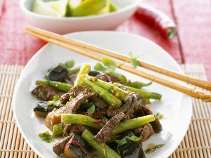 Rindfleischstreifen mit Auberginen und Bohnen Rezept