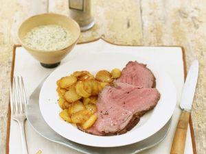 Roastbeef mit Bratkartoffeln und Remoulade Rezept
