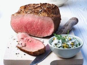 Roastbeef mit Kartoffeln und Sauce Remoulade Rezept