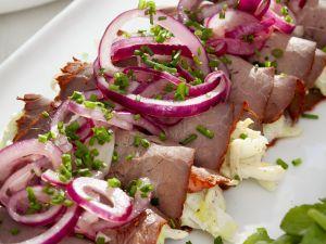 Roastbeefröllchen mit Spitzkohl gefüllt Rezept