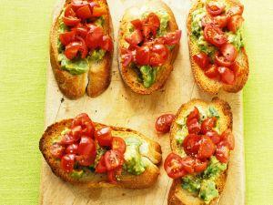 Röstbrote mit Avocadocreme und Tomaten Rezept