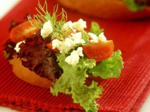 Röstbrote mit Tomaten und Feta Rezept