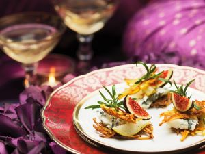 Rösti-Häppchen mit Käse und Früchten Rezept