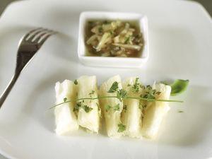 Roher Fisch in Limetten und Zwiebeln mariniert Rezept