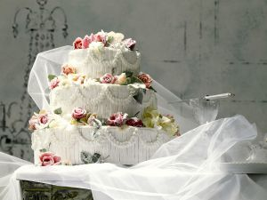 Rosen-Hochzeitstorte Rezept