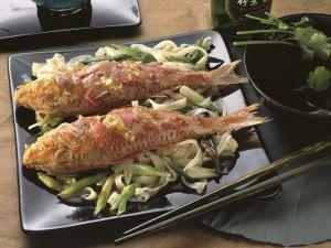 Rotbarben mit Reisnudeln Rezept