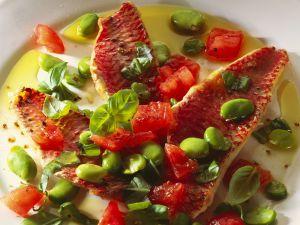 Rotbarbenfilets mit Saubohnen und Tomaten Rezept