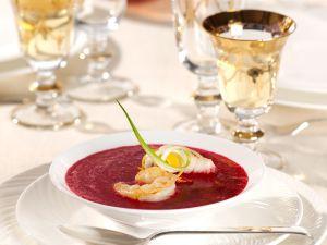Rote Bete-Suppe mit Zander und Garnelen Rezept