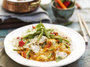 Rotes Hähnchencurry auf Thai-Art mit Bohnen und Reis Rezept