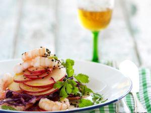 Rotkohl-Apfelsalat mit Shrimps Rezept