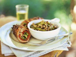 Rouladen mit Paprika, Lauchzwiebeln und Bohnensalat Rezept
