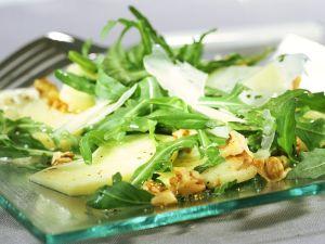 Rucola-Apfel-Salat mit Walnüssen Rezept