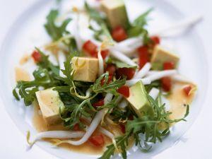 Rucola-Avocadosalat mit Tomatendressing Rezept