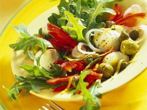 Rucola-Paprikasalat mit Mozzarella Rezept