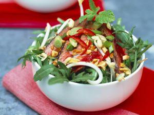 Rucola-Rumpsteak-Salat mit Erdnüssen Rezept