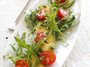 Rucola-Tomatensalat mit Avocado Rezept