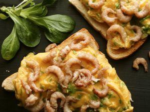 Rührei mit Krabben auf Toast Rezept