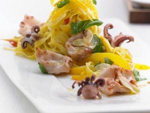 Safrannudeln mit Tintenfisch Rezept