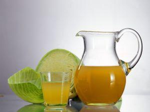 Saft vom Sauerkraut und Äpfeln Rezept