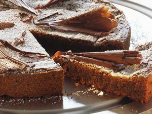 Saftiger Schokoladenkuchen mit Haselnüssen Rezept