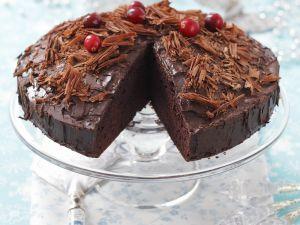 Saftiger Schokoladenkuchen mit Puddingcreme Rezept