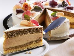 Sahne-Rosen-Torte Rezept