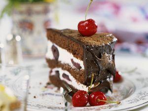 Sahne-Schoko-Torte mit Kirschen Rezept